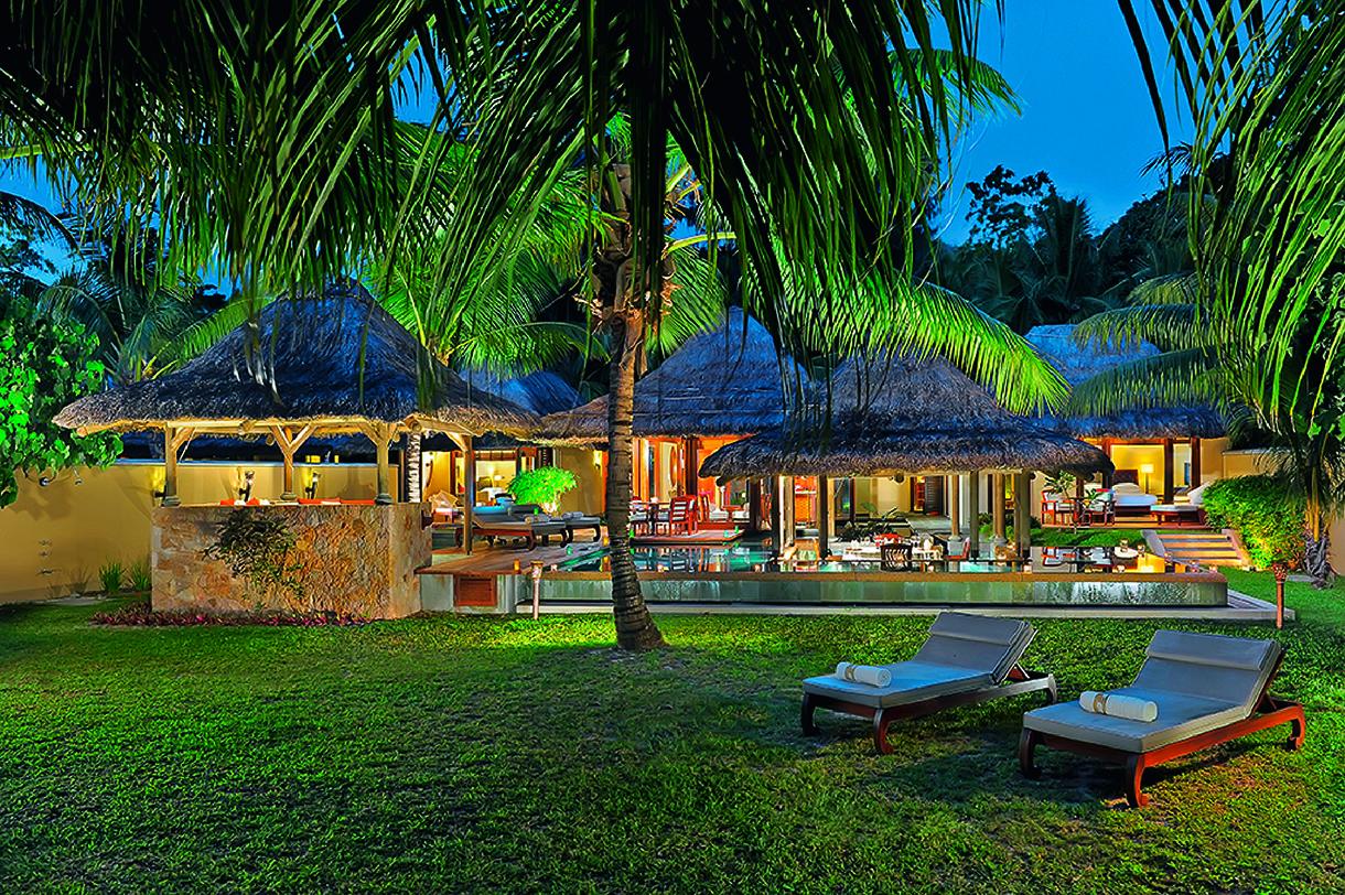 Golf Dreams Seychellen Lemuria Constance Daemmerung Abend Liegen Palmen